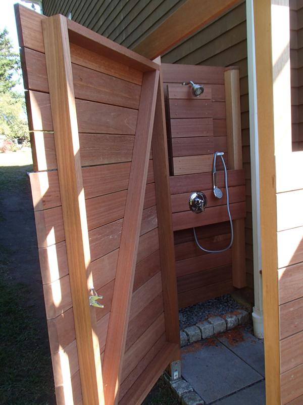 Outdoor shower in Jamestown
